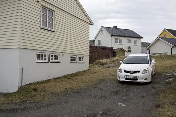 4386-berlevag-weisses-auto
